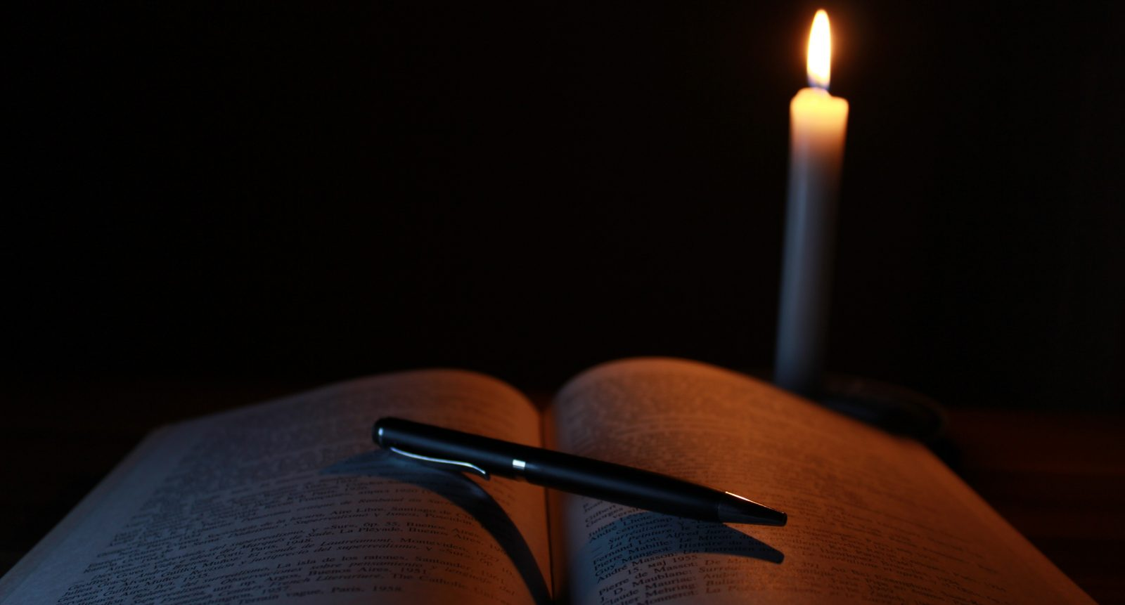 cropped-blur-book-candle-207700-5.jpg